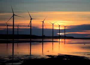 éolienne coucher de soleil
